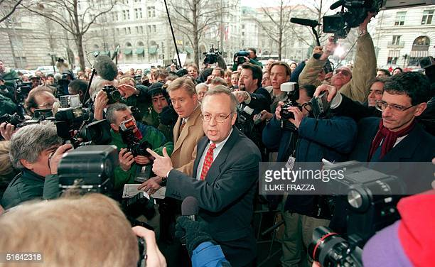 Kenneth Starr independent Whitewater counsel is mobbed by the media as he makes his way to a bank of microphones before a press conference 22 January...