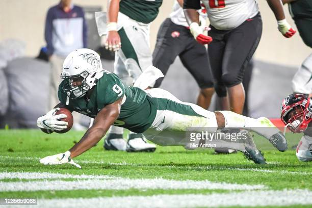 Kenneth Walker III of the Michigan State Spartans scores a touchdown against the Western Kentucky Hilltoppers during the second quarter of the game...