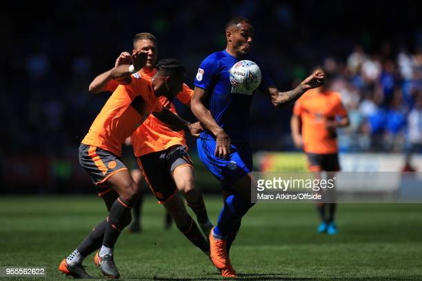 Kenneth Zohore of Cardiff City in action with Leandro Bacuna of Reading during the Sky Bet Championship match between Cardiff City and Reading at...