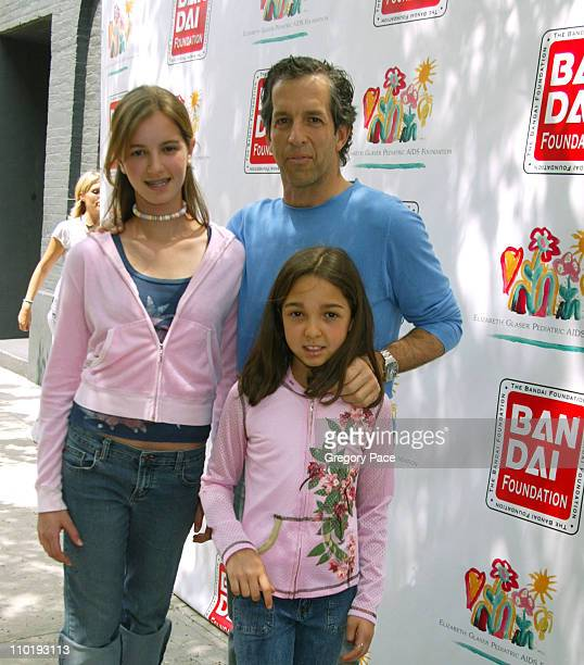 Kennneth Cole and his daughters Amanda and Catie