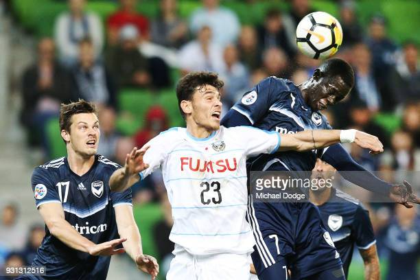 Kenny Athiu of the Victory heads the ball past Eduardo of Kawasaki Frontale during the AFC Asian Champions League match between the Melbourne Victory...