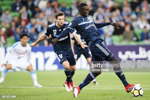 Kenny Athiu of the Victory passes the ball during the AFC Asian Champions League match between the Melbourne Victory and Kawasaki Frontale at AAMI...