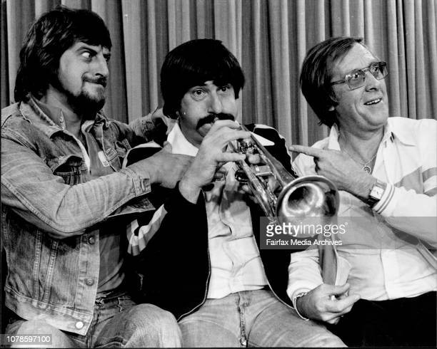 Kenny Ball and his Jazzmen arrived from Perth to continue their Australian tour They will give a court at Sydney town hall tonight3 members of the...