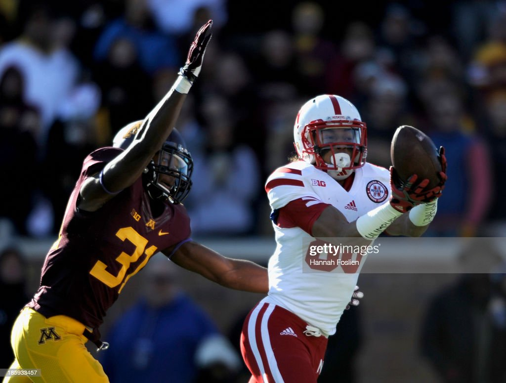 Kenny Bell #80 of the Nebraska Cornhuskers catches the ball against Eric Murray #31 of the Minnesota Golden Gophers during the first quarter of the game on October 26, 2013 at TCF Bank Stadium in Minneapolis, Minnesota.