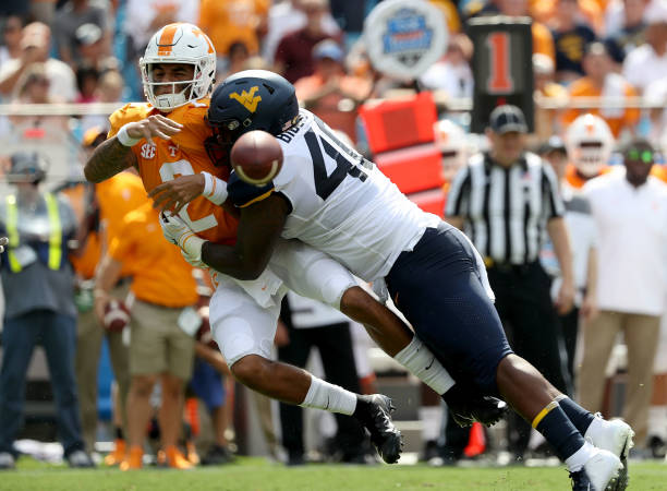 quality design 93427 2daf7 Tennessee v West Virginia Photos and Images | Getty Images