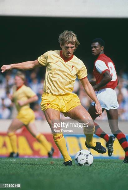 Kenny Dalglish of Liverpool FC in action against Arsenal FC in a Football League Division One match which Liverpool went on to win 20 Arsenal Stadium...
