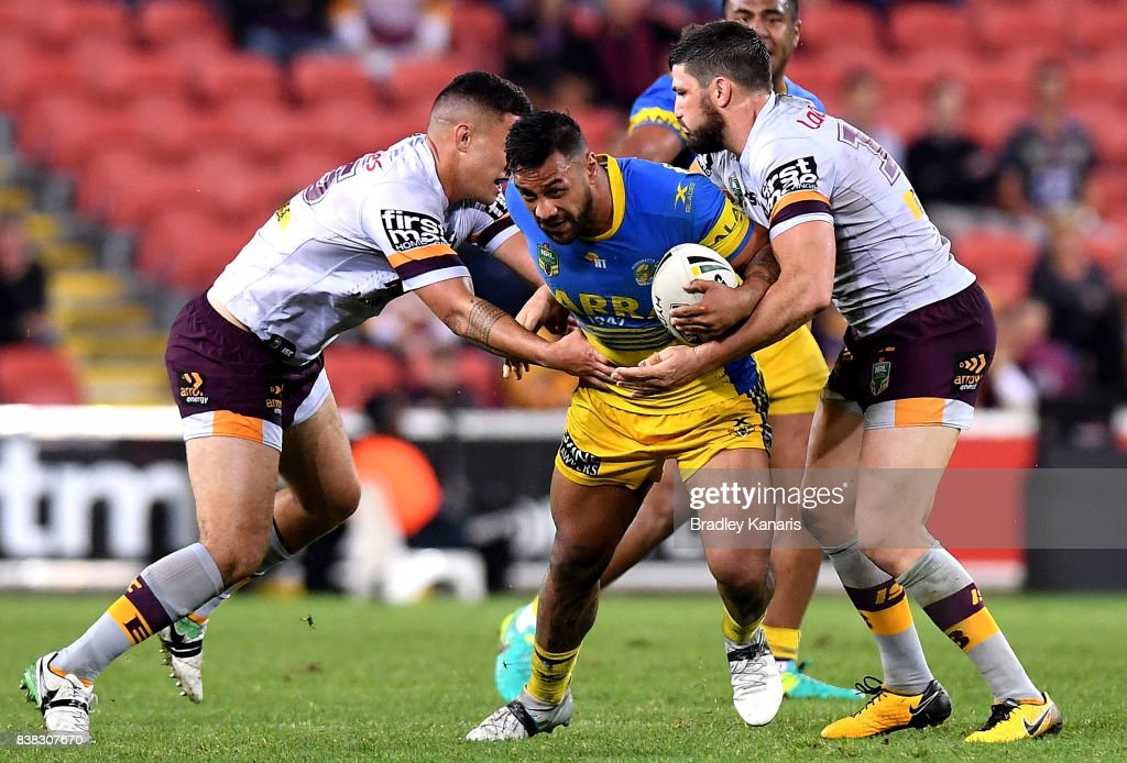 Kenny Edwards of the Eels attempts to break through the defence during the round 25 NRL match between the Brisbane Broncos and the Parramatta Eels at Suncorp Stadium on August 24, 2017 in Brisbane, Australia.