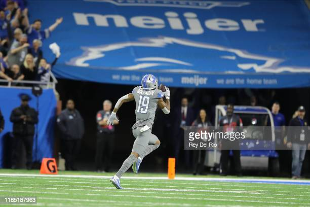 Kenny Golladay of the Detroit Lions catches a first quarter touchdown pass against the Chicago Bears at Ford Field on November 28 2019 in Detroit...