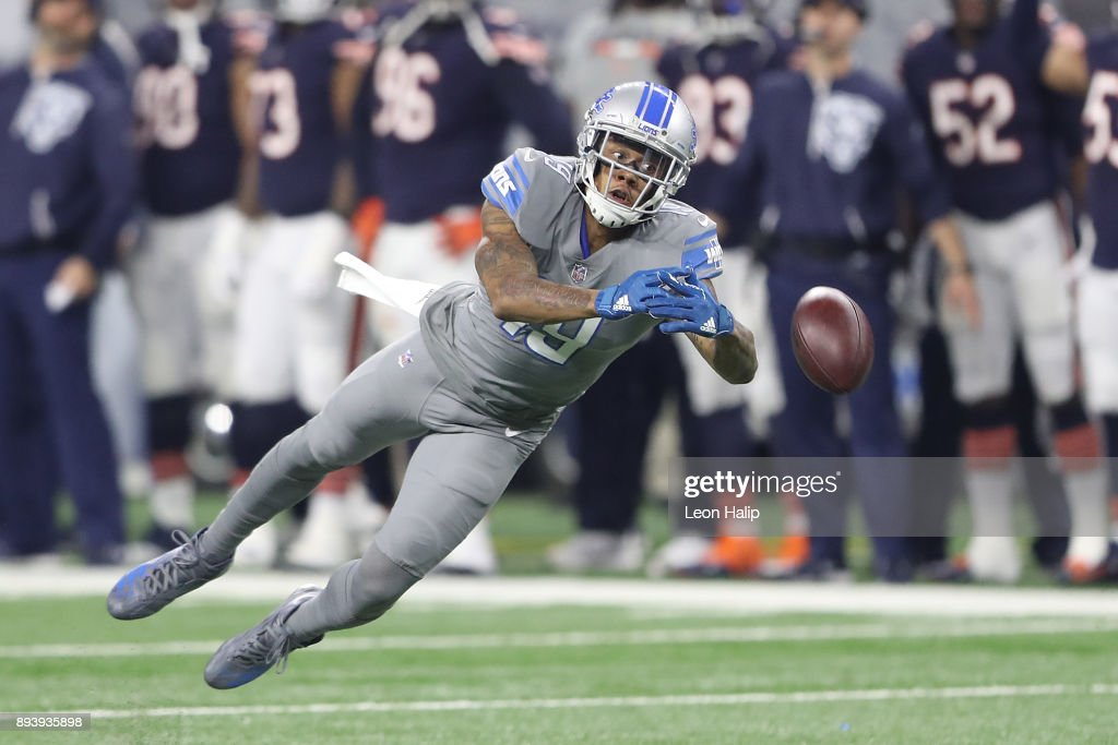 Kenny Golladay #19 of the Detroit Lions dives for a ball against the Chicago Bears during the first half at Ford Field on December 16, 2017 in Detroit, Michigan.