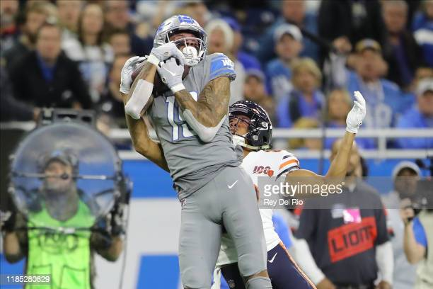 Kenny Golladay of the Detroit Lions makes a catch in front of Kyle Fuller of the Chicago Bear in the second quarter of the game against the Chicago...