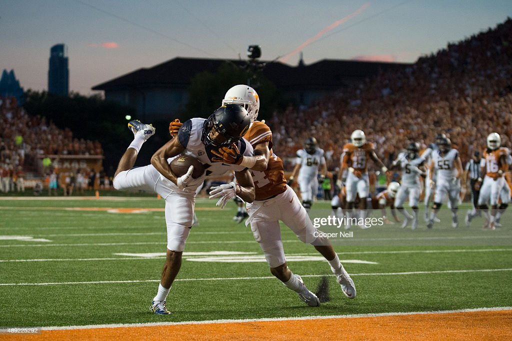 Kenny Lawler #4 of the California Golden Bears catches a 17 yard touchdown pass against the Texas Longhorns during the second quarter on September 19, 2015 at Darrell K Royal-Texas Memorial Stadium in Austin, Texas.