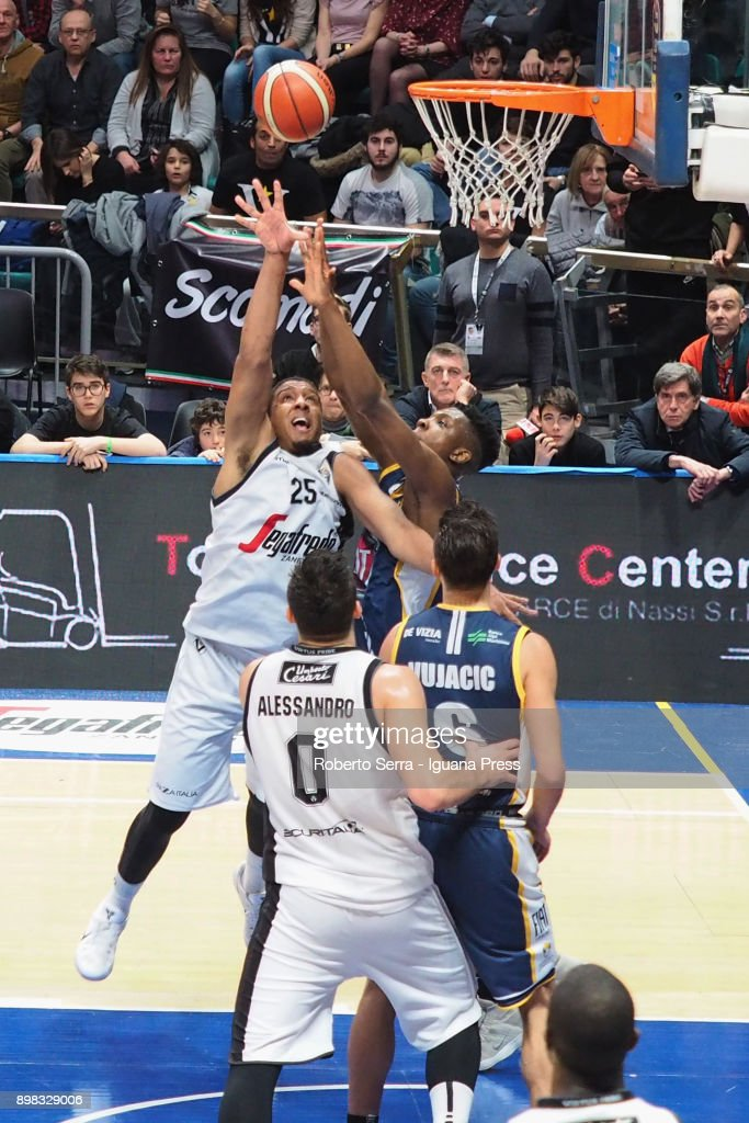 Kenny Lawson (L) and Alessandro Gentile (R) of Segafredo competes with David Albright Okeke (L) and Aleksander Vujacic (R) of Fiat during the LBA LegaBasket of serie A match between Virtus Segafredo Bologna and Auxilium Fiat Torino at PalaDozza on December 17, 2017 in Bologna, Italy.