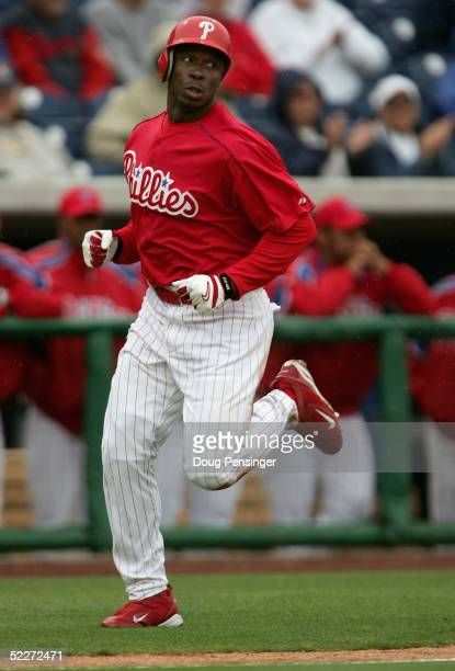 Kenny Lofton of the Philadelphia Phillies heads toward the plate to score in the first inning against the Detroit Tigers during MLB Spring Training...