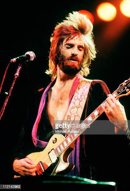 Kenny Loggins performs on stage Los Angeles 1980