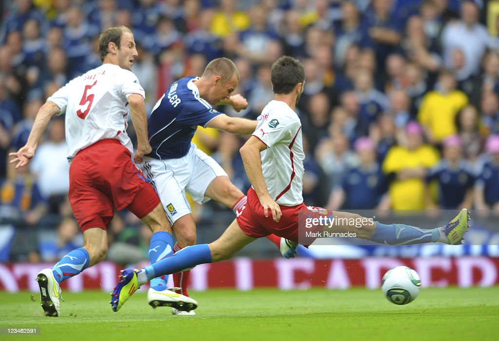 Kenny Miller of Scotland scores his team's opening during the UEFA EURO 2012 Group I Qualifying match between Scotland and Czech Republic at Hampden Park on September 03, 2011 in Glasgow, Scotland.