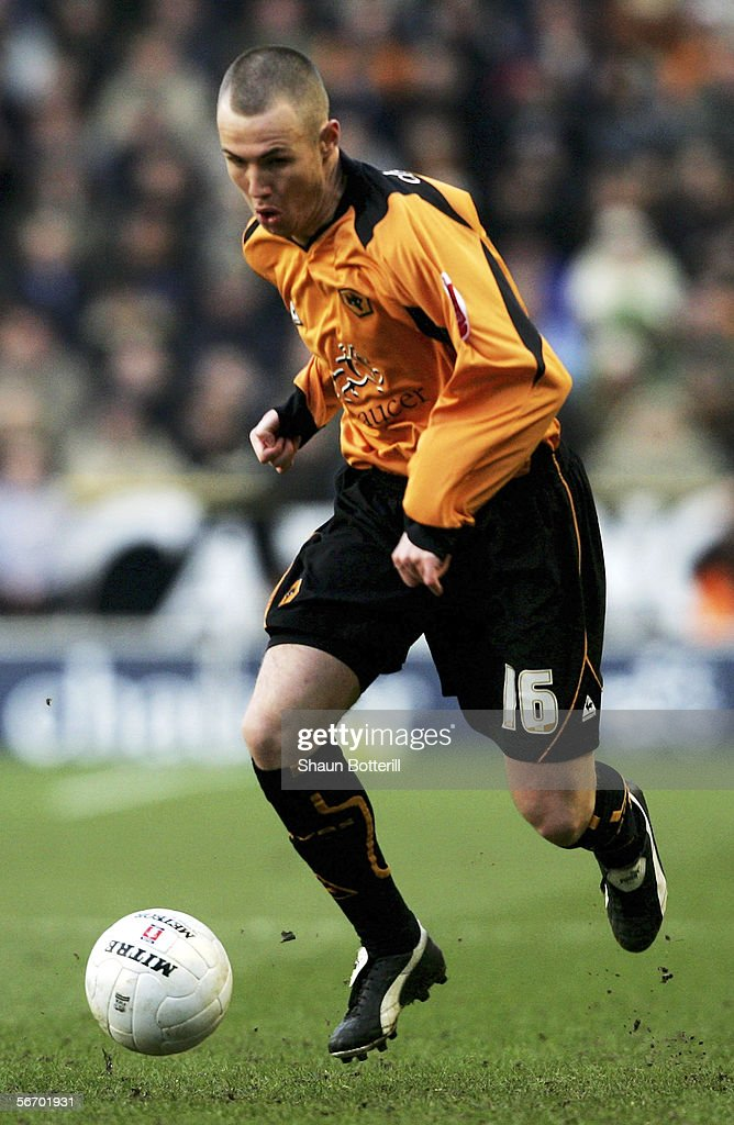 Kenny Miller of Wolverhampton Wanderers in action during the FA Cup Fourth Round match between Wolverhampton Wanderers and Manchester United at Molineux on January 29, 2006 in Wolverhampton, England.