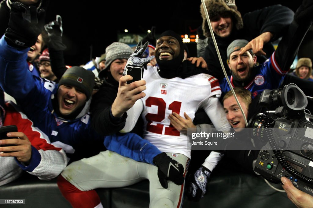 Divisional Playoffs - New York Giants v Green Bay Packers : News Photo