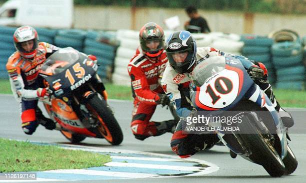 US Kenny Robert rides his 500cc Suzuki ahead of Spaniard Sete Gibernau's HondaRepsol and another unidentified rider during a practice session at the...