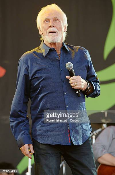 Kenny Rodgers performs at the Glastonbury Festival