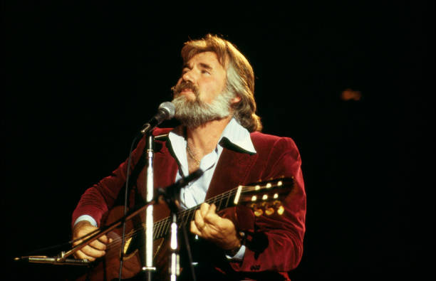 UNS: CMT GIANTS Kenny Rogers: A Benefit For MusiCares