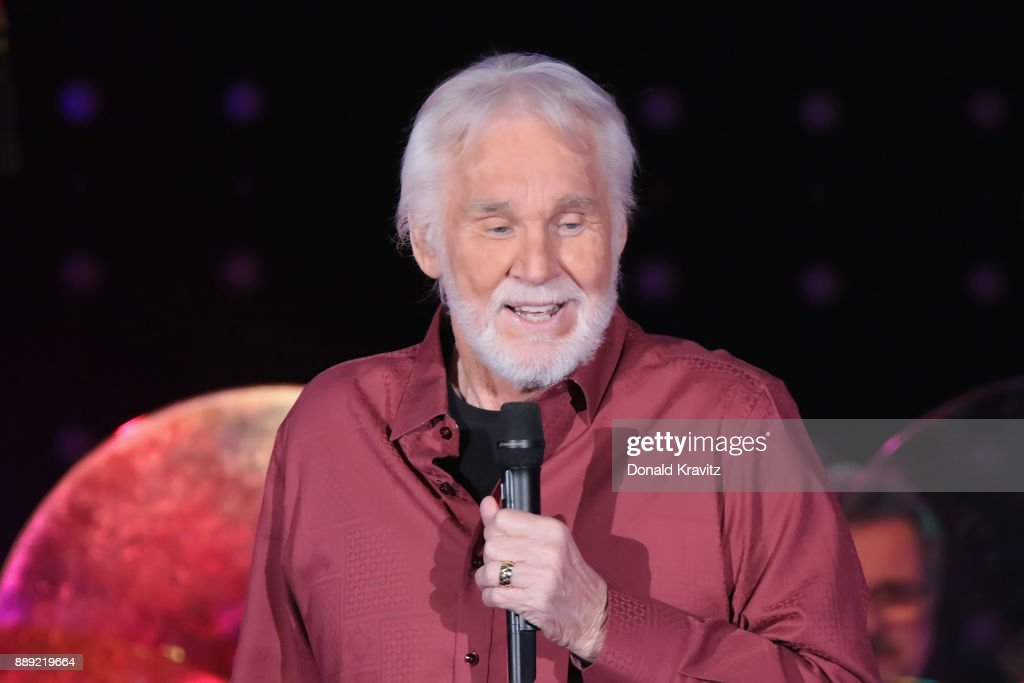 Kenny Rogers In Concert - Atlantic City, New Jersey : News Photo