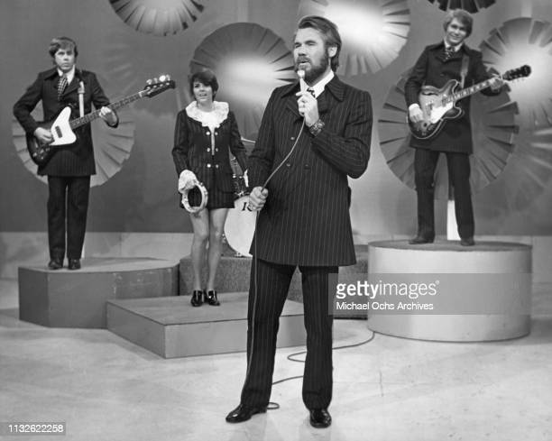 Kenny Rogers Terry Williams Mary Arnold Kin Vassy and Mickey Jones of Kenny Rogers The First Edition portrait 1970