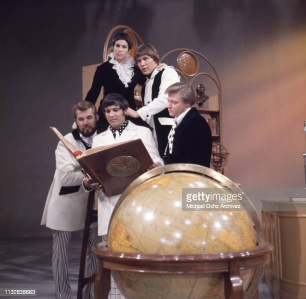 Kenny Rogers Thelma Camacho Mike Settle and Terry Williams and Mickey Jones of the band Kenny Rogers The First Edition pose for a portrait session in...