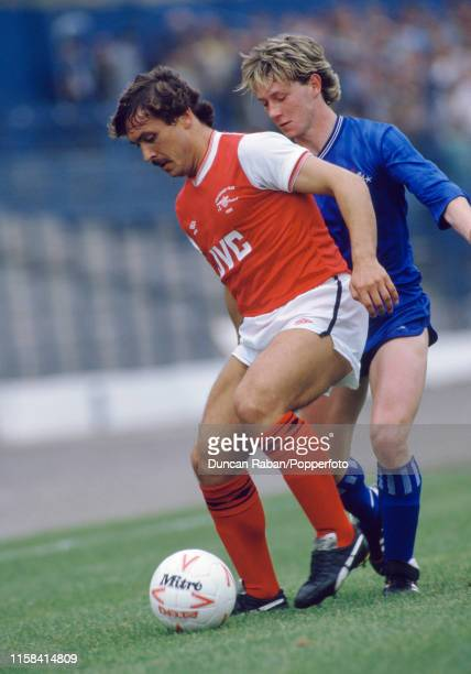 Kenny Sansom of Arsenal shields the ball from Kevin McAllister of Chelsea during a Canon League Division One match at Stamford Bridge on September 21...