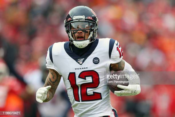 Kenny Stills of the Houston Texans catches a 54-yard touchdown reception during the first quarter against the Kansas City Chiefs in the AFC...