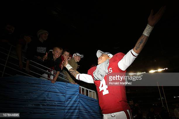 Kenny Stills of the Oklahoma Sooners celebrates the Sooners 4820 victory against the Connecticut Huskies during the Tostitos Fiesta Bowl at the...