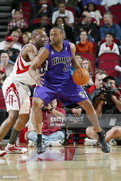 Kenny Thomas of the Sacramento Kings drives the ball against Carl Landry of the Houston Rockets during the game on November 21 2009 at the Toyota...