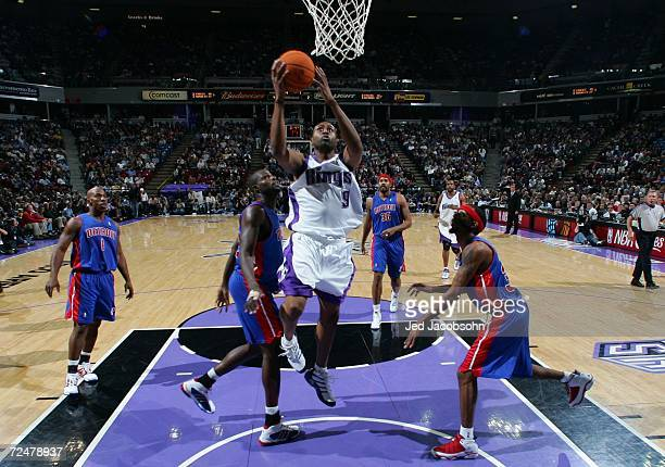 Kenny Thomas of the Sacramento Kings rebounds the ball over Jason Maxiell and Richard Hamilton of the Detroit Pistons during an NBA game at Arco...