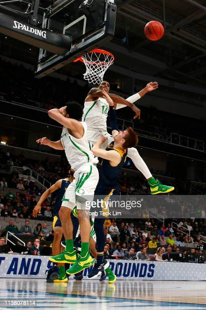 Kenny Wooten of the Oregon Ducks blocks the shot of Robert Cartwright of the UC Irvine Anteaters in the second half during the second round of the...