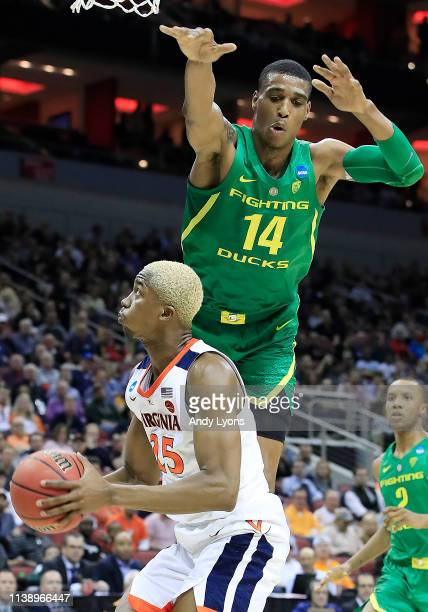 Kenny Wooten of the Oregon Ducks defends a shot by Mamadi Diakite of the Virginia Cavaliers during the first half of the 2019 NCAA Men's Basketball...