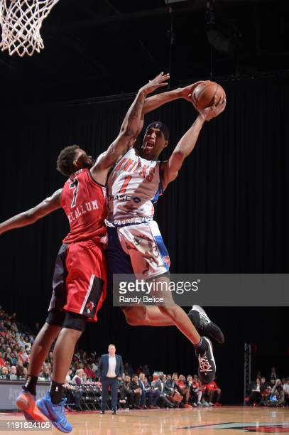 Kenny Wooten of the Westchester Knicks goes to the basket over Tre'Darius McCallum of the Windy City Bulls at the Sears Centre on January 4 2020 in...