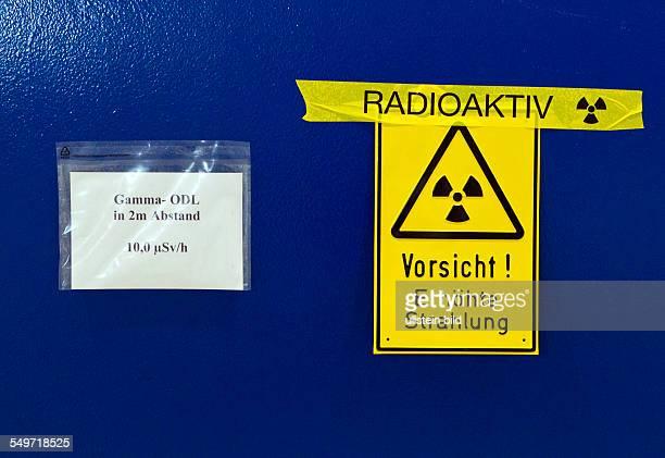Kennzeichnung auf einem Behaelter in der Halle 7 des Zwischenlagers Nord in Lubmin . In der Halle stehen Dampferzeuger und Reaktorgefaesse der...