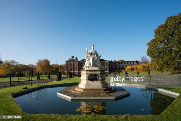 kensington palace in the early morning. - kensington palace stock pictures, royalty-free photos & images