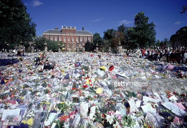 Kensington Palace surrounded by flowers after the death of Diana Princess of Wales General view of flower tributes left outside the gates of...