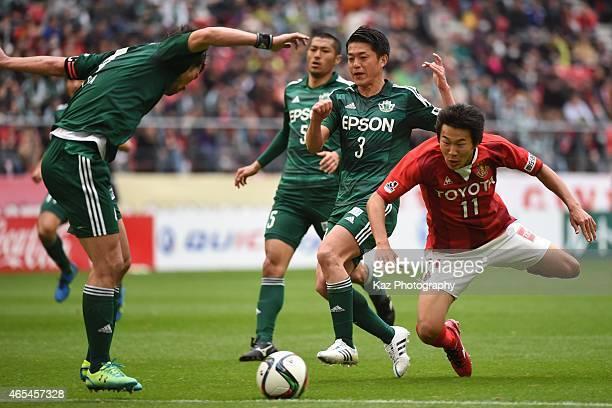 Kensuke Nagai of Nagoya Grampus and Hayuma Tanaka of Matsumoto Yamaga compete the ball during the J League match between Nagoya Grampus and Matsumoto...
