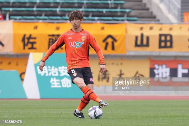 Kensuke SATO of Renofa Yamaguchi FC in action during the J.League Meiji Yasuda J2 match between Renofa Yamaguchi and Fagiano Okayama at Ishin Me-Life...