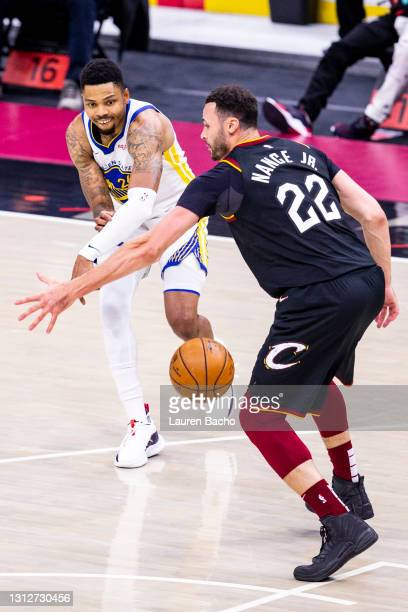 Kent Bazemore of the Golden State Warriors passes the ball past Larry Nance Jr. #22 of the Cleveland Cavaliers during the fourth quarter at Rocket...