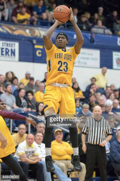 Kent State Golden Flashes G Jaylin Walker shoots during the second half of the MAC men's basketball tournament game between the Central Michigan...