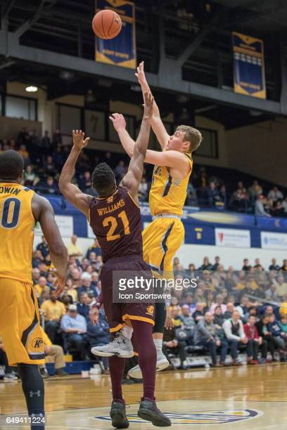 Kent State Golden Flashes G Mitch Peterson shoots as Central Michigan Chippewas F Cecil Williams defends during the second half of the MAC men's...