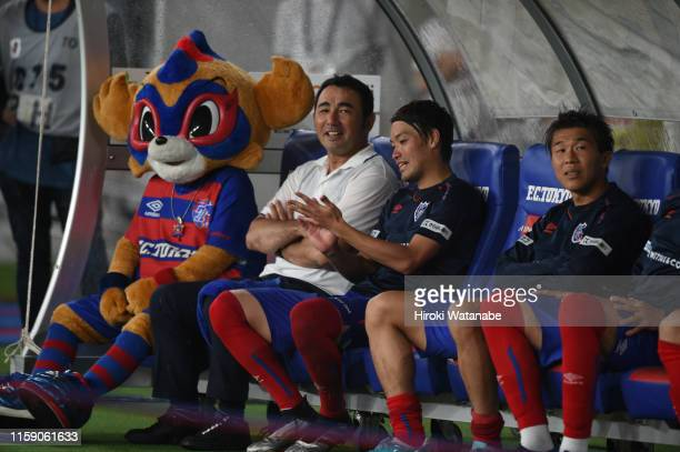 Kenta Hasegawa,coach of FC Tokyo and Players of FC Tokyo looks on after the J.League J1 match between FC Tokyo and Yokohama F.Marinos at Ajinomoto...