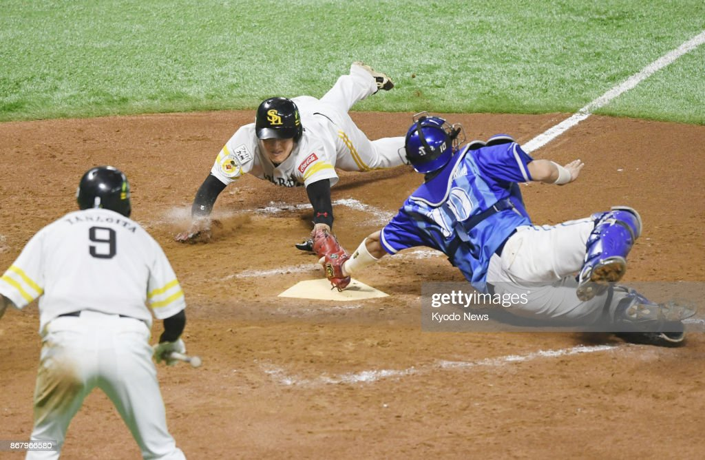 Baseball: Hawks come from behind to take 2-0 Japan Series lead : News Photo