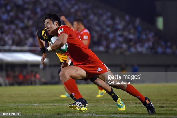 Kentaro Kodama of Kobelco Steelers runs with the ball to score his side's fourth try during the Rugby Top League match between Suntory Sungoliath and...