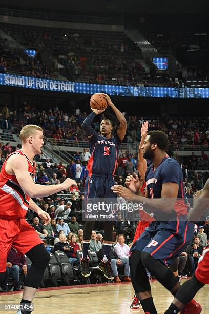 Kentavious CaldwellPope of the Detroit Pistons shoots the ball against the Portland Trail Blazers on March 6 2016 at The Palace of Auburn Hills in...