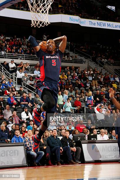 Kentavious CaldwellPope of the Detroit Pistons shoots the ball against the Milwaukee Bucks on October 30 2016 at The Palace of Auburn Hills in Auburn...