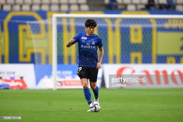 Kento HANEDA of Oita Trinita in action during the J.League Meiji Yasuda J1 match between Oita Trinita and Sanfrecce Hiroshima at Showa Denko Dome on...