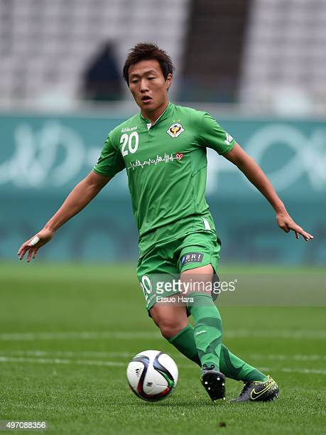 Kento Misao of Tokyo Verdy in action during the J.League second division match between Tokyo Verdy and Zweigen Kanazawa at the Ajinomoto Stadium on...